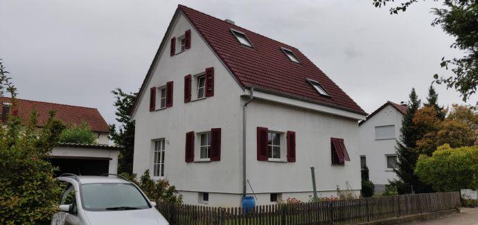 Einfamilienhaus in zentraler Lage mit Garten!