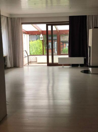 Großzügiges Wohnen mit Wintergarten und Garage in Schwarzenbek