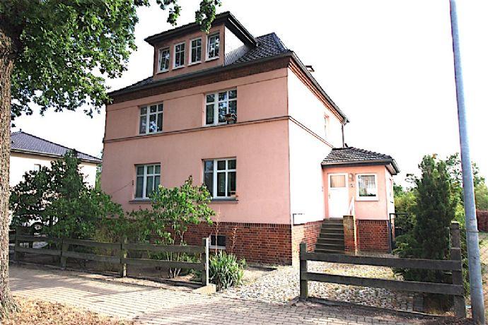 Tolles kleines Mehrfamilienhaus mit 3 Wohnungen und 5 % TOP- Rendite!