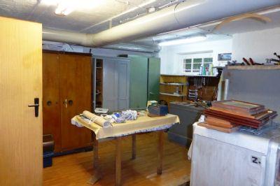 ideal f r die familie freistehendes einfamilienhaus mit direkter zufahrt und garage. Black Bedroom Furniture Sets. Home Design Ideas