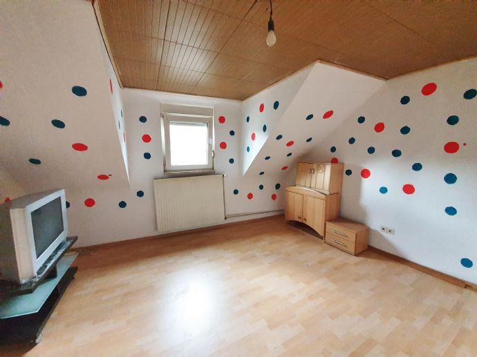 Gemütliche 2 ZKB Dachgeschosswohnung