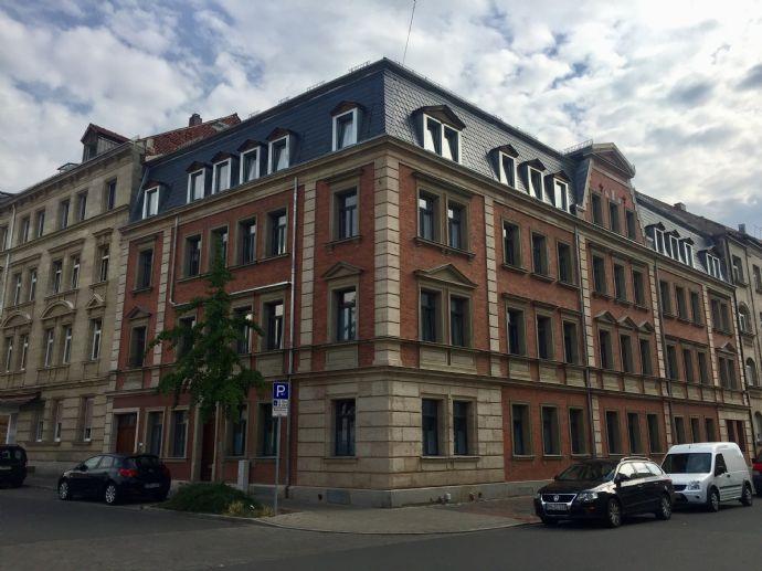 Altbauflair! Stilvoll sanierte 2-Zimmer-Wohnung mit Terrasse in Fürth