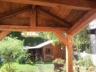 Blick Eingangsbereich zum Gartenhäuschen