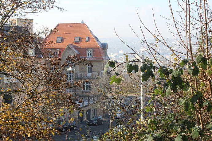 Exklusive, neuwertige 4-Zimmer-Wohnung mit zwei Balkonen und Einbauküche in Stuttgart