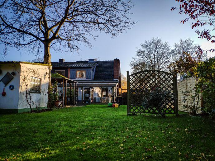 Gepflegte Doppelhaushälfte in Langenhorn auf traumhaftem Grundstück - ohne Makler