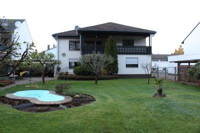 Sehr gepflegtes, freistehendes Zweifamilienhaus mit großem Garten in ruhiger Waldrandlage in Rödermark