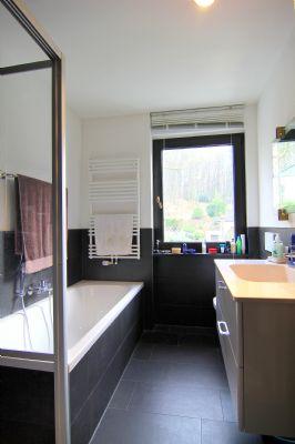 zink immobilien freistehendes bauhaus kamin mehrere terrassen au enpool in wundersch ner. Black Bedroom Furniture Sets. Home Design Ideas