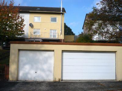 Die zwei unteren Garagen, davon eine Doppelgarage