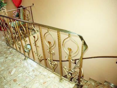 7 Treppenaufgang 1 OG Haupthaus 002