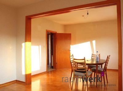Wohnzimmer mit Blick in den Flur