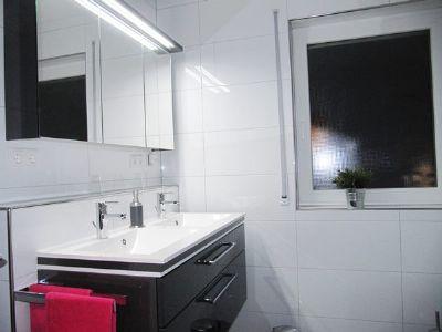 .. modern und mit Fenster !