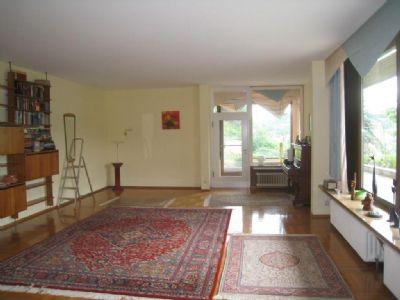 Großzügiges Wohnzimmer m. Zugang zum Lesezimmer