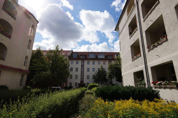 etw 1 5 zimmer mit balkon in johannisthal etagenwohnung berlin 2c7g24n. Black Bedroom Furniture Sets. Home Design Ideas