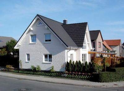 schickes einfamilienhaus mit friesengiebel in ringelheim projektiert mit einer besonderen. Black Bedroom Furniture Sets. Home Design Ideas