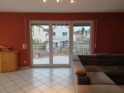 Helle, großzügige 3-Zimmer-Wohnung mit Balkon, Einbauküche und Kamin