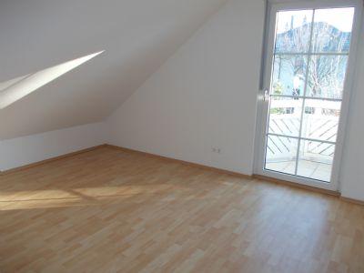Schlafzimmer 1 im OG mit Zugang zum Balkon