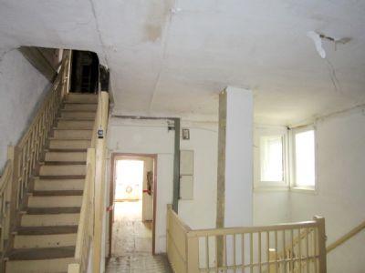 Treppenaufgang zu den zukünftigen Wohnräumen