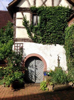 Gesindehaus mit Brunnen & Zugang zum Gewölbekeller