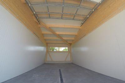 Große Garage innen