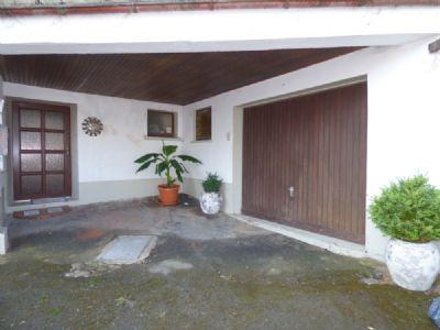 Hauseingang u. Garage