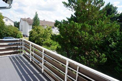 2 Wohnungen in Einer. 5 Zimmer über 2 Etagen in bevorzugter Lage von Dreieich Sprendlingen. Mit Balkon und Gartennutzung.