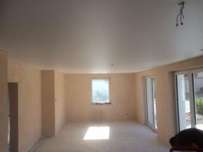 Wohnzimmer mit Spanndecke