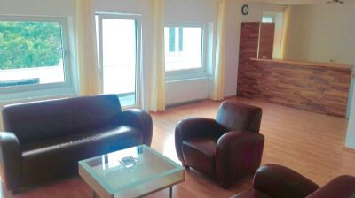 top lage in k ln poll moderne und helle etagenwohnung. Black Bedroom Furniture Sets. Home Design Ideas