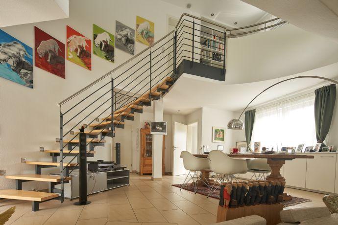 Exklusiv ausgestattete Maisonette DG-Wohnung auf 2 Ebenen in ruhiger Lage im Herzen von Flein! Fahrstuhl direkt in die Wohnung!