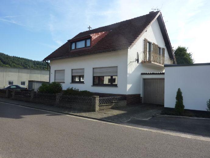 RESERVIERT ///// Freistehendes Einfamilienhaus mit schönem Garten in Mettlach