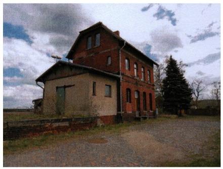 Historisches Bahngebäude Denkmalschutz 2 Wohnungen, 3 Garagen auf 1.288 m² Grundstück