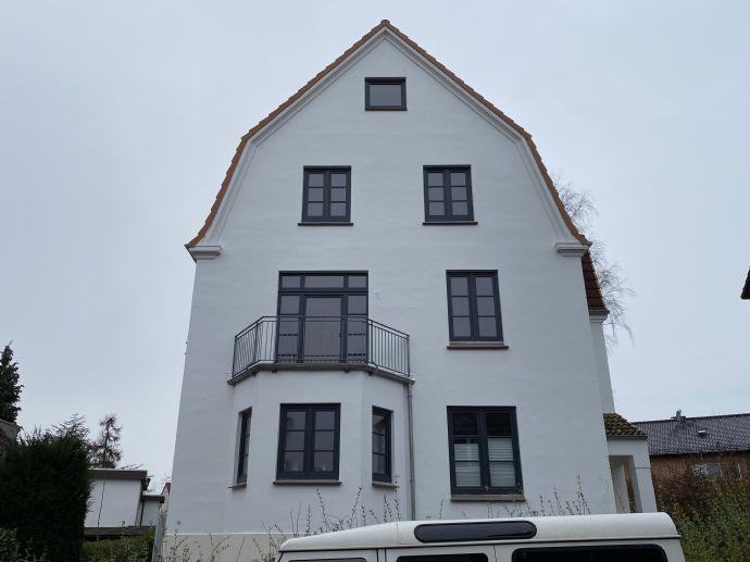 TOP sanierte 3-Zimmer Altbauwohnung mit zwei Balkonen
