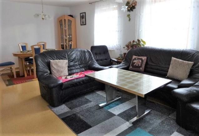 Attraktive 4-Zimmer- Wohnung mit Balkon und Gartenanteil in Kitzingen.