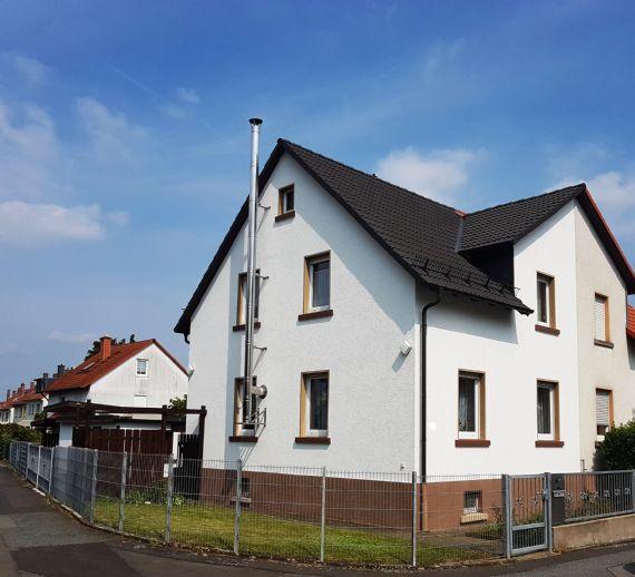 Oberursel: Solide gepflegte Doppelhaushälfte mit Anbau und Garage