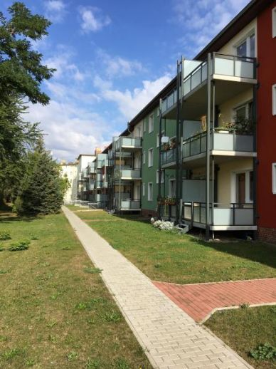 2 Raumwohnung mit gr. Balkon, Stpl., auch Garage möglich