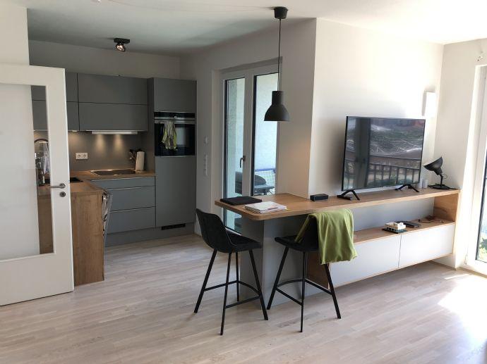 Geschmackvoll eingerichtete Wohnung mit Loggia