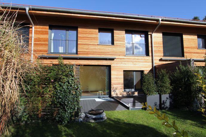 Anspruchsvolle, moderne Architektur: Hochwertiges Reihenhaus in idyllischer Lage von Schäftlarn