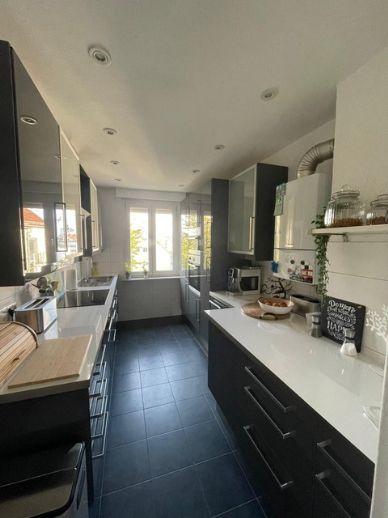 Helle, sanierte 3-Zimmer-Wohnung mit Einbauküche in Frankfurt am Main Fechenheim