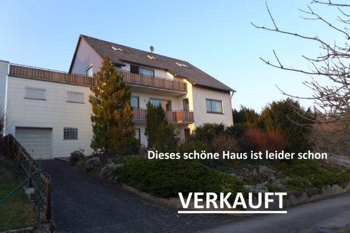 Traumhafter Weitblick. 3 Familienhaus mit Ausbaureserve in unverbaubarer Lage am Ortsrand.