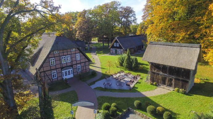 Einzigartiger Fachwerk-Heidehof * 6 Gebäude komplett unter Reet!
