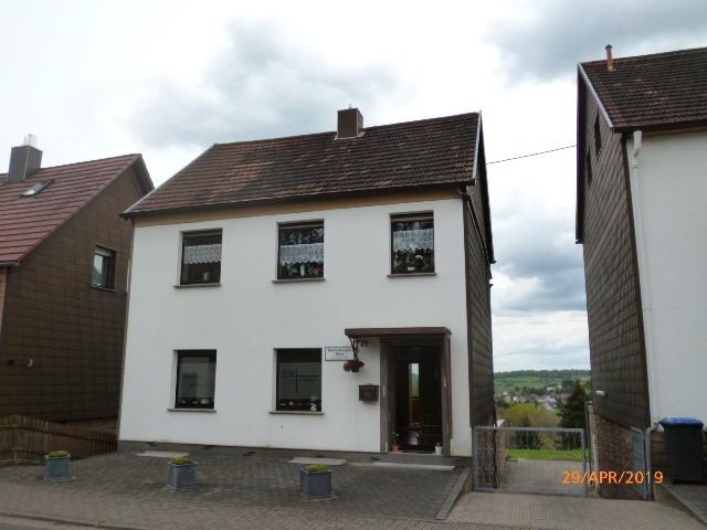 Wannemacher Immobilien **** Schönes Einfamilienhaus in der schönsten Lage von Schiffweiler ****