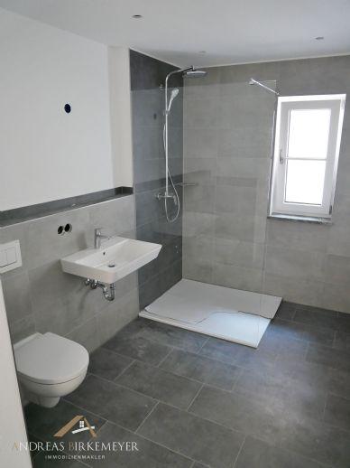 NEUBAU 3 Zimmer-Erdgeschosswohnung, Terrasse, 2 x Kfz Stellplätze u.v.m.