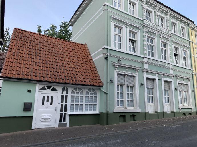 ZU VERMIETEN: Stilvolle und teilmöblierte 2-Zimmerwohnung der besonderen Art innerhalb der Wälle -