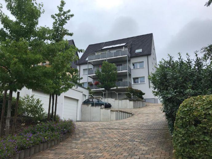 Schöne Zwei-Zimmer Wohnung im gepflegten Mehrfamilienhaus