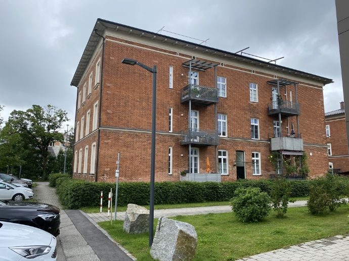 Schicke, kleine Wohnung mit Küche, mitten im Zentrum von Simbach