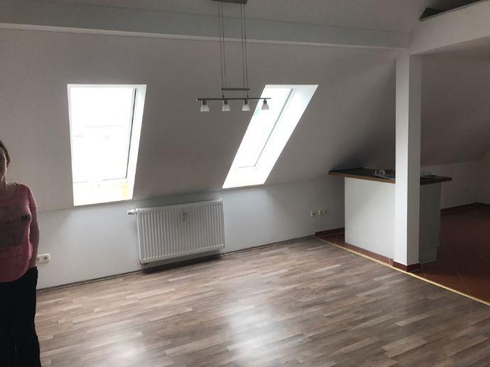 Moderne 3,5 Zimmer Dachgeschoss Wohnung