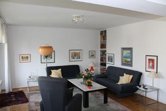 TOP-Lage - Hell - 2,5-Raum - 80m² - großer Balkon - Duschbad - Gäste-WC - Aufzug - Garage