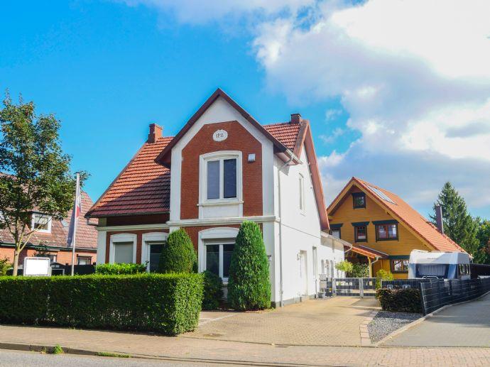 2 miteinander verbundene Einfamilienhäuser mit