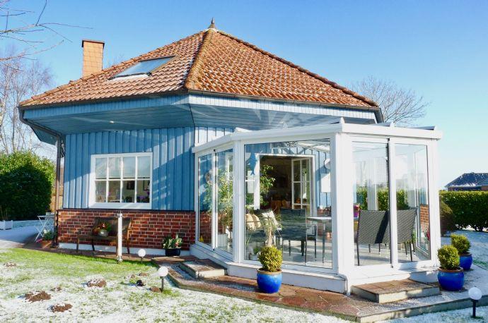 FALK-LIVING Außergewöhnliches Architektenhaus Nähe Nord-Ostsee-Kanal und Elbe