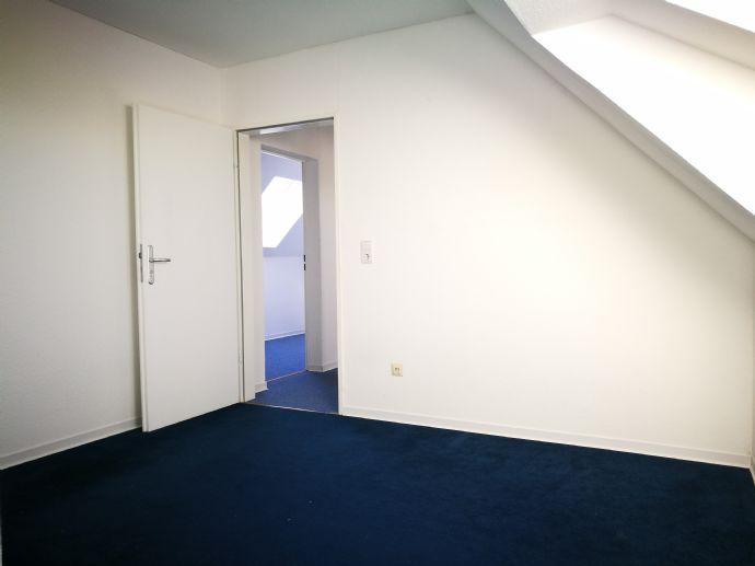 +++ gemütliche 2 Zimmer unter´m Dach +++