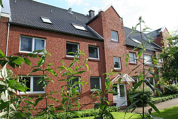 Großzügige 2 Zimmer Wohnung mit Südbalkon und Carportstellplatz in kleiner und gepflegter Anlage!